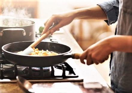Cattivi odori in cucina: trucchi e rimedi naturali per eliminarli
