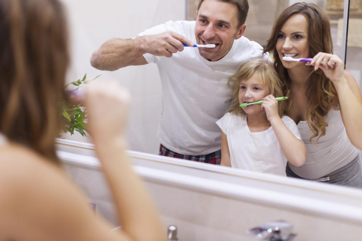 Lavarsi i denti: il 70% della popolazione non lo sa fare correttamente